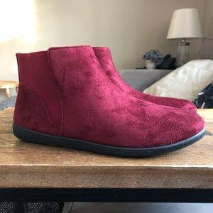 Berry/Burgundy women's ankle booties! Sz 8.5 NWT!